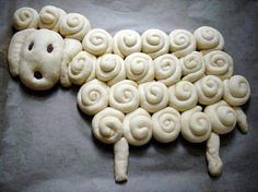 Little lamb bread idea Cooking Company, Different Types Of Bread, Bread Shaping, Bread Art, Easter Holidays, Easter Treats, Food Humor, Bread Rolls, Cooking With Kids