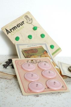 ButtonShop.ca - Buttons on card, vintage