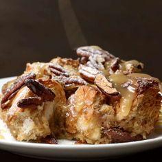 Salted caramel french toast bake food french toast bake, dessert recipes, f Breakfast Desayunos, Breakfast Dishes, Baking Recipes, Dessert Recipes, Proper Tasty, Delicious Desserts, Yummy Food, Food Vids, Buzzfeed Tasty