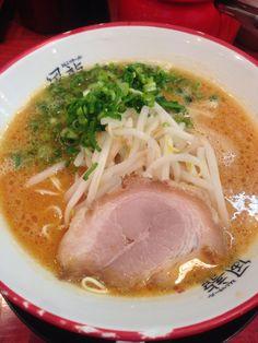 渋谷で食べた。豚骨ラーメン。辛すぎた。替玉二回した!