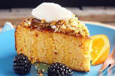 Апельсиновый пирог с мёдом | Пирог почти для худеющих — муки нет, сахара нет, много фруктового пюре и ореховой муки. Текстура у него потрясающая — очень нежная, мягкая, но вовсе не жидкая. Вам обязательно понравится!