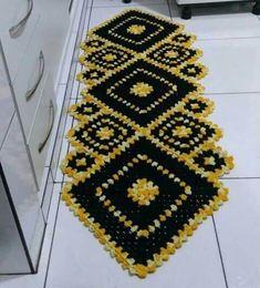 Tapete de crochê para cozinha amarelo e preto Foto de Pinterest #tapetes #crochê #decor
