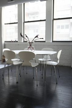 House Tour: Andreas' Greektown Loft Arne Jacobsen kitchen chairs. Super Elliptical Table design by Piet Hein / Bruno Mathsson available at Retromodern.com. Kitchen Chairs, Dining Chairs, Dining Table, Cool Chairs, Danish Modern, Apartment Therapy, My Dream Home, House Tours, Loft