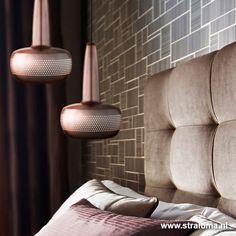 Deze Deense design hanglamp van het trendmerk VITA loopt met zijn bijzondere uitstraling voor op alle laatste woontrends. Een eyecatcher en sfeermaker voor uw interieur. De Clava staat fantastisch in een groep. De Hanglamp is gemaakt van metaal en heeft dezelfde kleur buiten als binnen. Het licht komt niet alleen van beneden, maar door de perforatie ook subtiel horizontaal. Prachtig afgewerkt in mat koper.