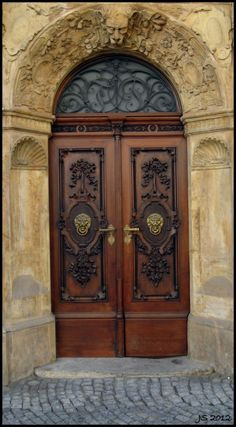 <3 everything about this door, the exquisite carvings, lion head knockers and these beautiful handles...