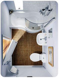 Outro banheiro pequeno (estrangeiro… :( ) que usa banheira mínima,super bem…