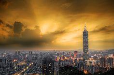 Gökyüzü ve binalar arasında dramatik bir kent manzarası, Tayvan'ın başkenti Taipei
