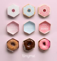 Donut party ideas, supplies and more! Diy Donuts, Cute Donuts, Donut Party, Diy Gift Box, Diy Gifts, Gift Boxes, Donuts Kawaii, Party Mottos, Wraps