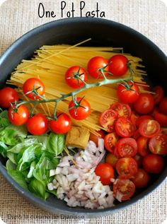One Pot Pasta {vegan recipe} - The madness of the moment: the One Pot Pasta where how to cook simply but with lots of flavors. One Pan Pasta, Pot Pasta, Veggie Recipes, Pasta Recipes, New Recipes, One Pot Meals, Healthy Dinner Recipes, Food And Drink, Cooking