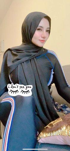 Girl Hijab, Beautiful Hijab, Muslim Women, Lightroom, We Heart It, Stylists, Mom, Beauty, Jeans