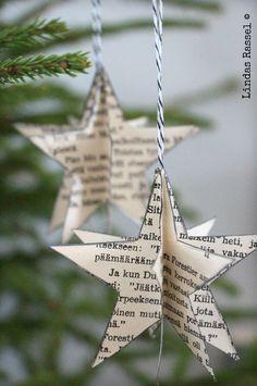 Enkla stjärnor av återanvänt papper. Även lämplig med mindre barn. Helst lite tjockare och tåligare.