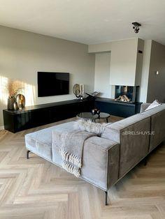 Room Inspiration, Interior Inspiration, Corner Bathtub, Future House, Bungalow, New Homes, Sofa, Living Room, Home Decor