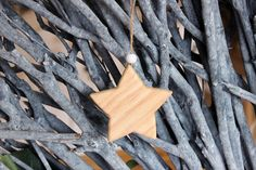 Αστέρι Ξύλινο  Ξύλινο διακοσμητικό αστέρι με χάντρα. Διαστάσεις: 8cm