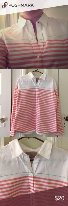 Banana Republic white & red striped oxford shirt L This crisp cotton large oxford shirt from Banana Republic features Nantucket Red and white stripping in the bottom 3/4 of the shirt with an all white top. It is a slim cut and made of 100% cotton.  It has only been worn 1-2 times and is in great condition. Banana Republic Tops Button Down Shirts
