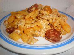 Revuelto de manzana y chorizo Ingredientes (para 2 comensales) 2 Huevos frescos 1 Manzana roja 25 Gramos de chorizo cantimpalo...