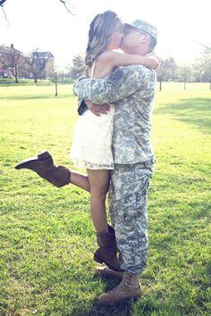 E eu me deixei ser levada, pelo meu, não meu, soldado.  http://amzn.to/2qG2tVl