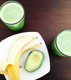Jump-start your morning with a Banana Avocado Matcha Smoothie! Smoothie Recipes With Yogurt, Protein Smoothie Recipes, Breakfast Smoothie Recipes, Healthy Smoothies, Healthy Snacks, Healthy Recipes, Smoothie Ingredients, Paleo Breakfast, Matcha Smoothie