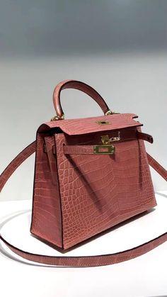 Satchel Handbags, Leather Handbags, Leather Bag Tutorial, Dior Saddle Bag, Womens Designer Bags, Kelly Bag, Girls Bags, Casual Bags, Luxury Bags