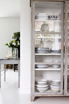 Relaxed Danish home with a clean bohemian feel (Daily Dream Decor) Kitchen Storage, Kitchen Decor, Kitchen Cupboard, Scandinavian Home, White Houses, Dream Decor, Interior Inspiration, Home Kitchens, Sweet Home