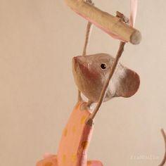 Sur commande mobile petite souris mobile en papier mâché