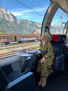 A Day Trip On The Gotthard Panorama Express. An incredibly scenic journey by rail and by boat through the Swiss countryside Linkedin Photo, Switzerland Tour, Scenic Train Rides, Jungfraujoch, Train Tour, Great Days Out, Train Journey, Going On Holiday, Instagram Worthy