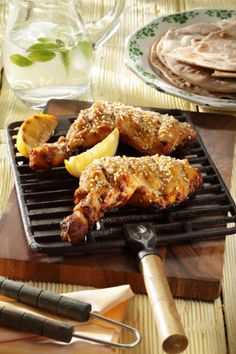 Skvělý recept na: Kuřecí stehna v jogurtu a sezamu Grill Pan, Food Styling, Hermes, Grilling, Pork, Meat, Chicken, Kitchen, Griddle Pan