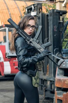 Military girl Women in the military Army girl Women with guns Armed girls Tactical Babes frauen wallpaper Military Women, Military Army, Great Beards, Warrior Girl, Military Photos, N Girls, Army Girls, Latex, Weapons