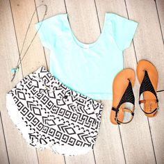 There is 0 tip to buy these shorts. Help by posting a tip if you know where to get one of these clothes.