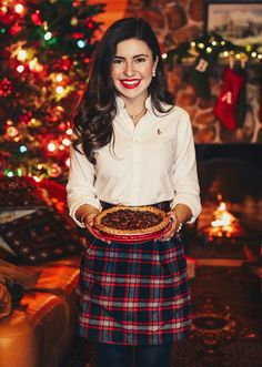 White shirt and plaid skirt - a holiday favourite. Preppy Christmas, Preppy Winter, Christmas Fashion, Merry Christmas, Prep Fashion, 50 Fashion, Fashion Styles, Holiday Outfits, Fall Winter Outfits