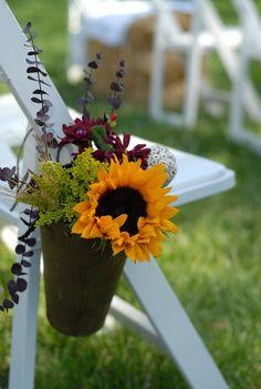 Flowers at a Rustic wedding #rusticwedding #sunflower