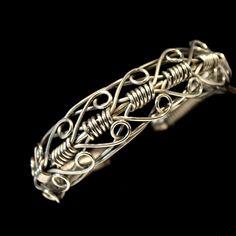 Stainless steel wire bracelet for men or women.King of Hearts