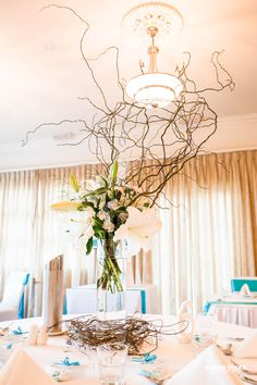 This beautiful centrepiece at the Full Moon. Such simplicity can be made into something great. Alcoberstudios Photography - Visit our website (www.alcoberstudios.com.au)