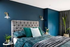 Home Decoration Inspiration Code: 2178513002 Blue Master Bedroom, Bedroom With Ensuite, Bedroom Loft, Home Decor Bedroom, Loft Ensuite, Attic Bedroom Designs, Studio Interior, Contemporary Bedroom, Modern Bedroom