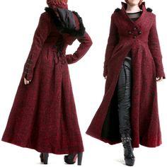 Abrigo Rojo con Capucha