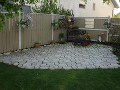 beautiful outdoor living spaces and garden design ideas Garden Landscape Design, House Landscape, Small Yard Landscaping, Landscaping Ideas, Paved Patio, Garden Stepping Stones, Professional Landscaping, Backyard Paradise, Garden Structures