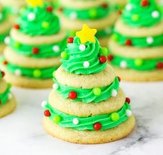 40 Homemade Cookies, Candy and Fudge Treats That Make Delicious Holiday Gifts Homemade Peanut Butter Cups, Homemade Cookies, Homemade Gifts, Christmas Fudge, Christmas Sugar Cookies, Christmas Candy, Holiday Treats, Christmas Treats, Holiday Fun