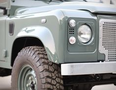 The motoring masterminds at Cool & Vintage have rolled out of their workshop in Portugal, their latest masterpiece, a restored 2008 Land Rover Defender 90 in the perfect shade of Keswick Green. Landrover Defender, Defender 90, Suzuki Carry, Used Land Rover, Range Rover Classic, Off Road, Lifted Ford Trucks, Land Cruiser, Concept Cars