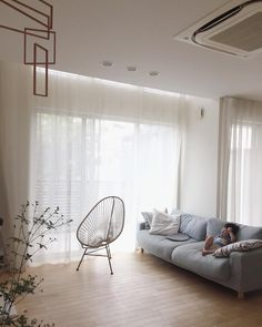 * * 今日も暑いですね。 午後からは前回の残りの家の補修。 午前中はのんびり。 . . , #リビング #カーテン #アカプルコチェア #モビール #ドウダンツツジ #日常 #日々 #日々のこと #日々の生活 #日々の暮らし #暮らしを楽しむ #すっきり暮らす #シンプル #シンプルライフ #シンプルホーム #シンプルな暮らし #こどものいる暮らし #緑のある暮らし #北欧インテリア #ホワイトインテリア #家 #注文住宅 #マイホーム #mygoodroom #myhome #roomclip