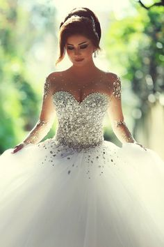 Sheer Sweetheart Crystal Ball Gown Wedding Dresses Lace-up Long Sleeve Tulle Beautiful Wedding Princess Dress.