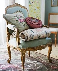 Excellent modern french country decor are available on our internet site. Take a look and you wont be sorry you did. French Country Cottage, Cottage Chic, French Decor, French Country Decorating, French Furniture, Home Furniture, Furniture Logo, Antique Armchairs, Home Decoracion