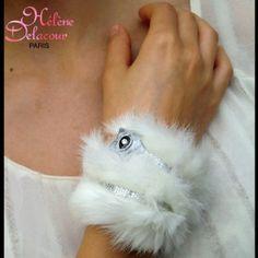 bracelet manchette fourrure blanc et étoile avec ruban argent paillet : Bracelet par helene-delacour