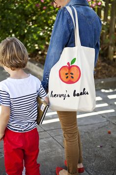 Easy tutorial on how to customize a tote bag for your kid's books! Stella needs.