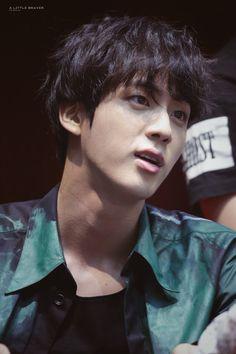 LY Tear Aladdin Fansign 180527 but like, why not chill with those visuals, Jin? Seokjin, Namjoon, Taehyung, Bts Jin, Bts Jungkook, Suga Rap, Foto Bts, K Pop, Taekook