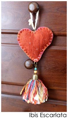 Puerteros artesanales by IBIS Crafts To Make, Arts And Crafts, Diy Tableware, How To Make Tassels, Pom Pom Crafts, Diy Tassel, Yarn Thread, Heart Crafts, Fabric Scraps