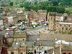 Richmond Yorkshire - visited a pub in this square in 1987 but cannot remember which one - only that the beer was good Richmond Yorkshire, Yorkshire Dales, North Yorkshire, Robin Hoods Bay, English Village, Best Beer, Places Ive Been, Paris Skyline, The Good Place