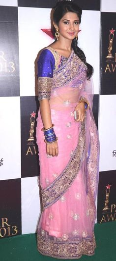 Kumud aka Jennifer Winget from 'Saraswati Chandra' at the Star Parivaar Awards 2013 #Bollywood #Fashion
