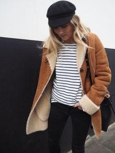 La veste en shearling sied particulièrement bien à la marinière ! (blog  Fashion Me Now 19d6bc45fae