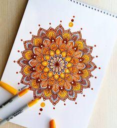 2019 的 mandala / zentangle / doodle 上 ping chen 的 釘 圖 мандалы. Mandala Book, Mandala Art Lesson, Mandala Doodle, Mandala Artwork, Mandalas Painting, Mandalas Drawing, Mandala Sketch, Doodle Art Drawing, Pencil Art Drawings