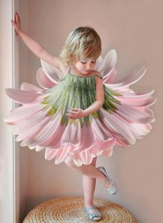 This is the real flower girl. Beautiful garden flower fairy dress up costume for a birthday party, tea party or be the prettiest pastel flower at Halloween! Halloween Karneval, Halloween Kostüm, Halloween Costumes, Fairy Dress, Rings For Girls, Flower Dresses, Flower Skirt, Beautiful Children, Mardi Gras