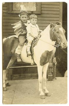 Loved pony rides, but I was a big kid and felt sorry for the pony. That's when dad got me on a full size horse--Rex. Vintage Children Photos, Vintage Pictures, Old Pictures, Vintage Images, Old Photos, Antique Photos, Vintage Photographs, Pony Rides, Vintage Horse